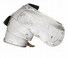 A SOUTH GERMAN RIGHT PAULDON FOR FOOT COMBAT, PROBABLY AUGSBURG, LATE 16TH CENTURY