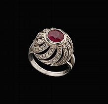 A 14K WHITE GOLD ANTIQUE RING