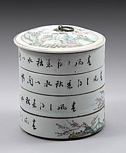 A CHINESE PORCELAIN REPUBLIC PERIOD CONTAINER