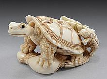 MOVING TURTLES, OLD JAPANESE PERFUME BOTTLE / FIGURINE