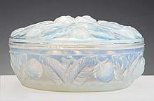 AN ETLING FRANCE ART DECO OPALESCENT GLASS BOX