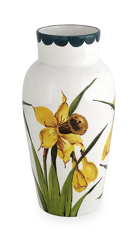 WEMYSS WARE 'DAFFODILS' MEDIUM JAPAN VASE, CIRCA 1900 21cm high