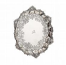A GEORGE III SALVER Diameter: 19cm, 8.9oz