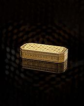 An 18th century French gold snuff box 8.2cm x 3.9cm, 98.5g