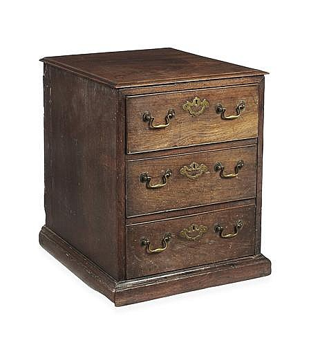 GEORGE III MAHOGANY SMALL CHEST OF DRAWERS 18TH CENTURY 45cm wide, 60cm high, 51cm wide