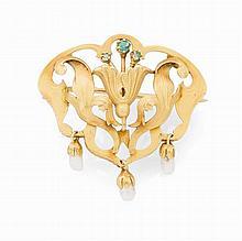 An Art Nouveau yellow metal brooch Width: 3cm