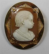 A carved cameo brooch Length: 42mm