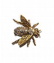 An 18ct gold diamond set brooch 20mm wide,