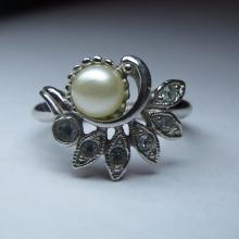 Vintage Avon Faux Pearl Costume Ring
