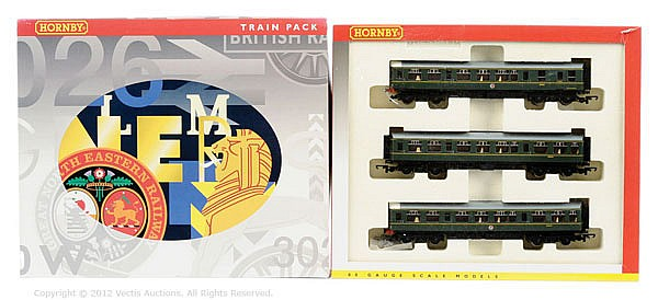 Hornby (China) OO Gauge, R369A, BR 3-car DMU