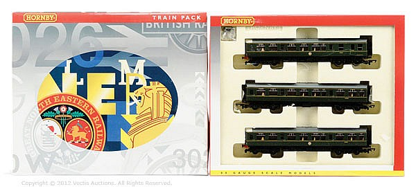 Hornby (China) OO Gauge, R2297A 3-car DMU Train