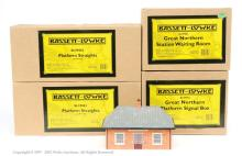 Bassett-Lowke O Gauge assorted accessories