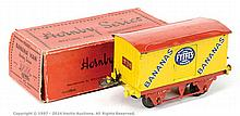Hornby Series O Gauge Banana Van Fyffes, red