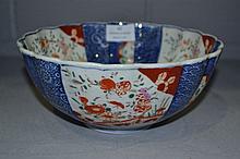 Imari porcelain bowl, approx 22cm dia