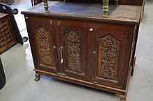 Three door cabinet, approx 84cm H x 105cm L x 44cm