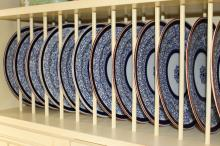 Set of fourteen antique Worcester blue and white Lily pattern dinner plates, approx 26.5cm Dia