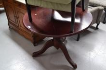 Centre pedestal dining/breakfast table, approx 73cm H x 90cm dia