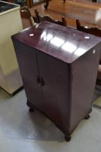 Vintage two door record cabinet, approx 91cm H x 57cm L x 37cm W