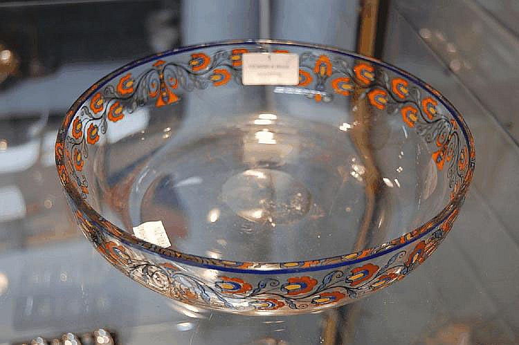 Signed French Art Deco bowl, painted with a raised