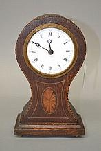Small balloon shaped clock, no key or pendulum, 23cm H x 14cm W x 9cm D