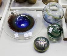 Kerry art glass lot to include a signed Colin Heaney paperweight, vase, apple paperweight, dish, approx 22cm dia & smaller (4)