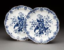 PAIR OF 18TH CENTURY WORCESTER PORCELAIN PLATES