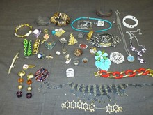 Costume Jewelry Lot. 46 Pieces.