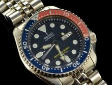 *Gentlemen's Seiko Automatic Divers wristwatch, circular blue dial with luminous hour markers, blue/red rotating bezel, day/date window situated at three o'clock, stainless steel case and bracelet and caseback referenced 341363 (Lot subject to VAT)
