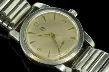 Gentlemen's vintage Omega wristwatch, silvered dial with baton and Arabic numerals and a subsidiary seconds dial, 17 jewel Omega manual wind movement, calibre 410, serial number 14232540, stainless steel case and expandable bracelet