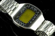 Gentlemen's Seiko bracelet wristwatch, digital display with outer world time indicators, brushed stainless steel brick link bracelet design, caseback no. M158-5009