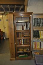 An Edwardian oak bookcase with adjustable shelves,  69 x 183 x 29
