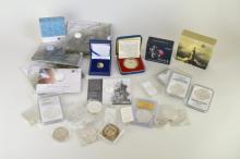 South Africa, gold 5 - Round/ 1/10-oz, 2013, Nelson Mandela; UK, silver Britannia, 2013; 1/4- Britannia, 2014 (3); £20 (2), 2013; silver £2, Trinity House, 2014; silver £1, 2014; Crown, 1977; Niue Island, silver 1oz ingots (4); USA, silver 'Eagles' (9 - 4in 'slabs'); 1oz ingot; Australia, silver 1oz dollar; New Zealand silver 1/2oz dollar (Dr Who); other silver (2). Mint state.