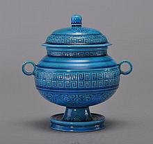 A TURQUOISE-GLAZED VESSEL AND COVER (DOU)