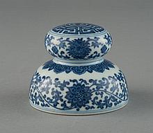 A BLUE AND WHITE PAPER WEIGHT