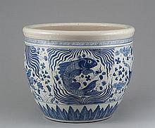 A LARGE OF BLUE AND WHITE FISH JAR