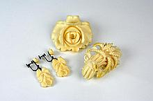 LOT OF ANTIQUE IVORY JEWELLERY