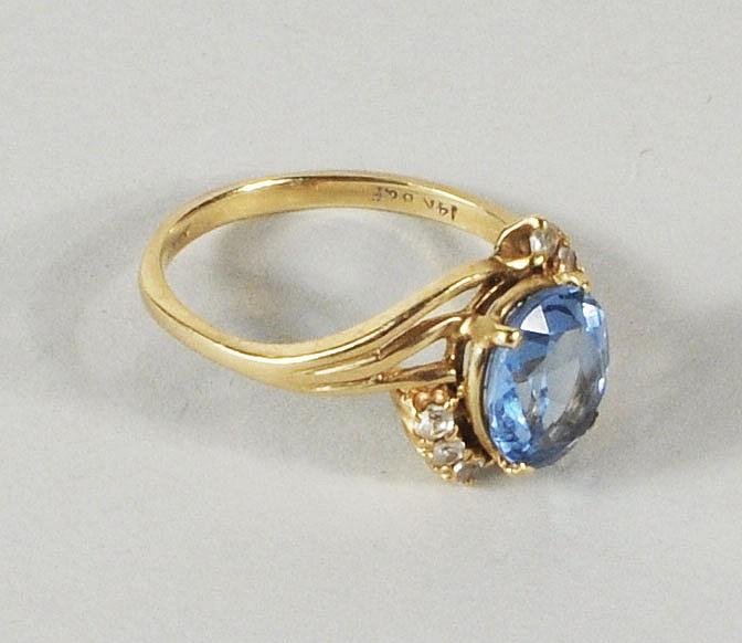 14K Gold Aquamarine & Diamond Ring