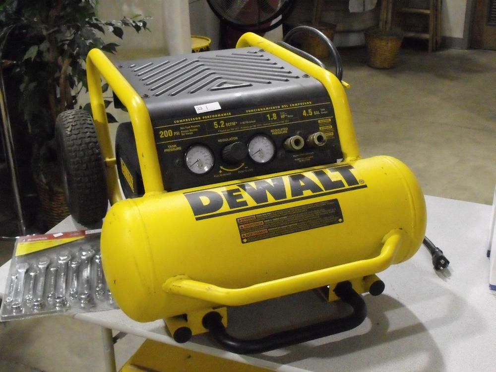 Dealt 200PSI 5.2SCFM 1.8HP 4.5 Gallon Performance Compressor