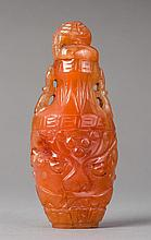 SNUFFBOTTLE WITH DECORATIVE CARVING