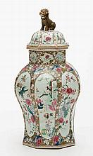 LARGE, VERY ATTRACTIVE FAMILLE-ROSE STYLE VASE WITH COVER