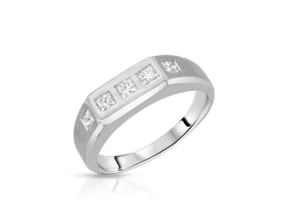 14KT White Gold 0.59ctw Diamond Ring