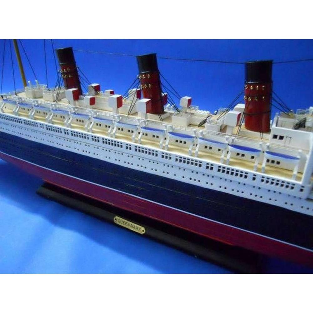 Queen Mary Limited Model Cruise Ship 30in.