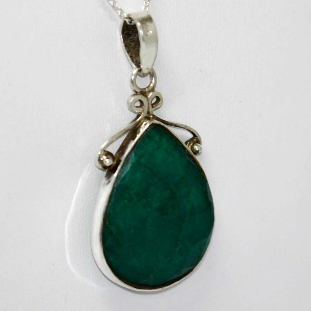 Lot 1042: BEAUTIFUL SILVER PENDANT WITH EMERALD GREEN STONE CTW 1
