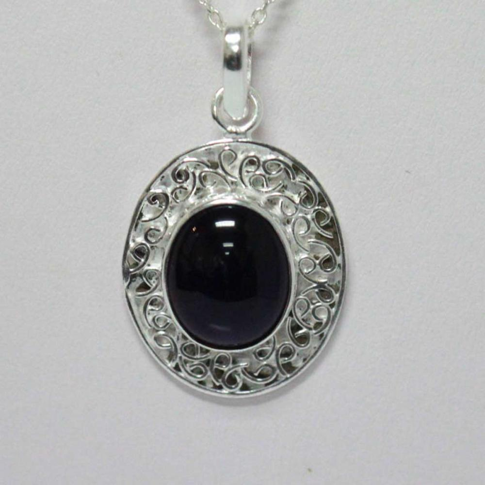 Lot 1162: BEAUTIFUL SILVER PENDANT WITH PURPLE AMETHYST STONE CTW