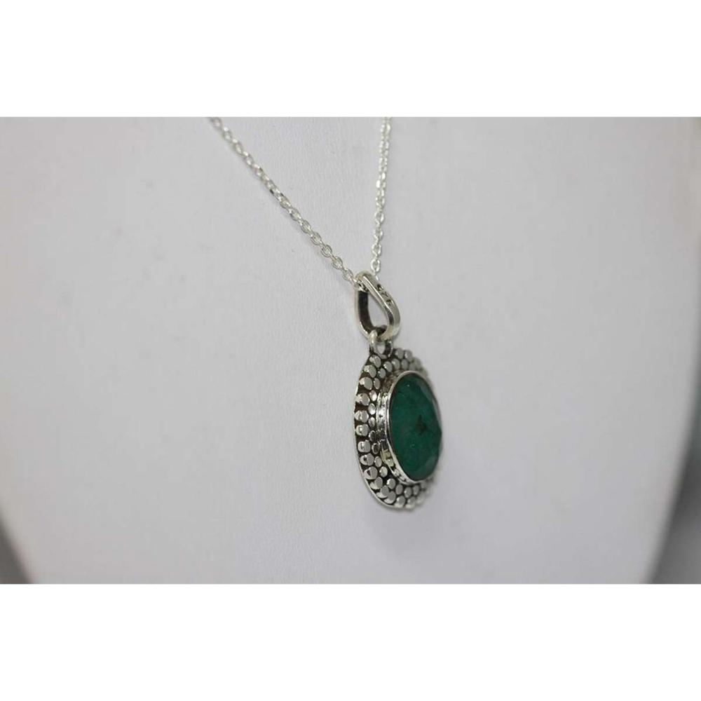 Lot 1197: BEAUTIFUL SILVER PENDANT WITH GREEN EMERALD STONE CTW 4