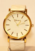 WOMAENS WHITE AND GOLD COLOERED WRIST WATCH