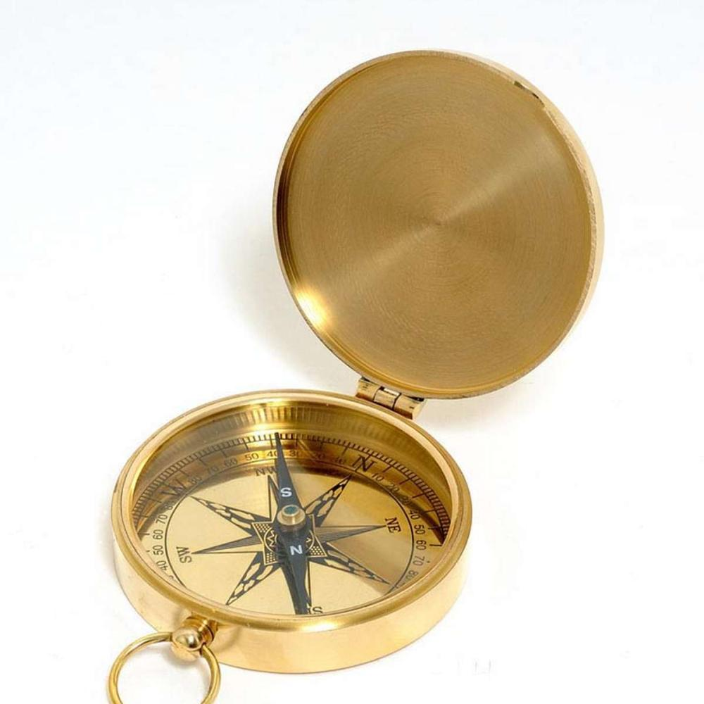 Lid compass in wooden box
