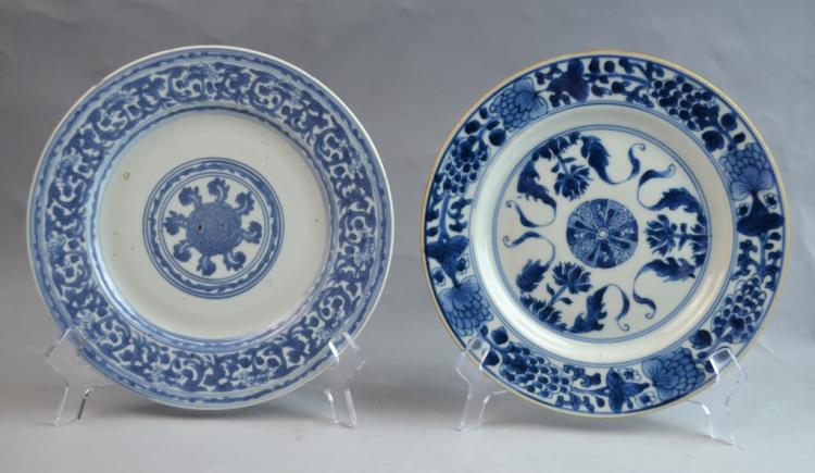 2 Pieces of Chinese Export Blue and White Plates
