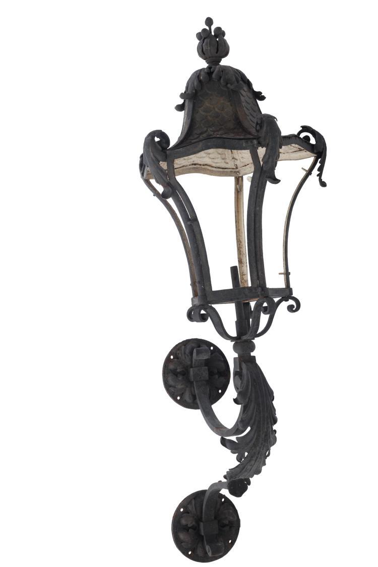 Paire de lanternes hausmaniennes