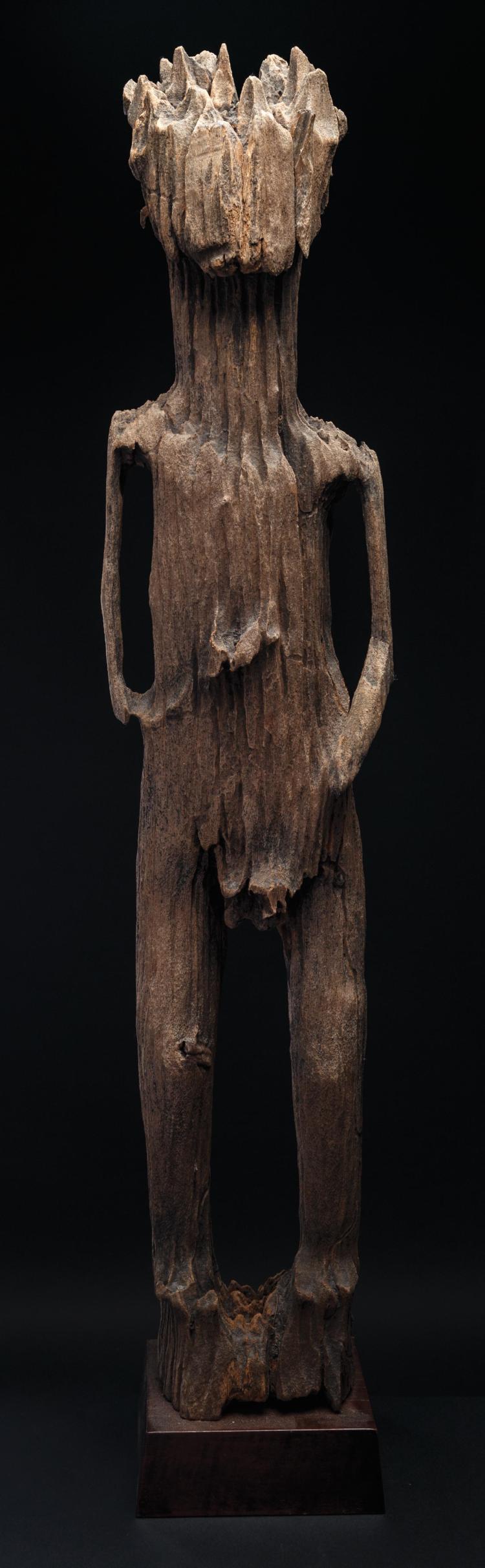 Superbe et très archaïque statue antropomorphe féminine